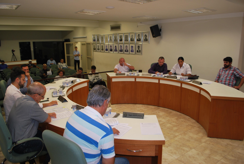 Dois projetos em segunda discussão constam na pauta da sessão ordinária desta terça-feira (15)