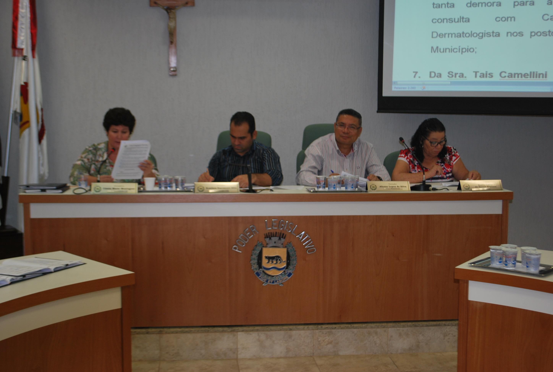 Vereadores apreciam cinco projetos e discute as contas do ex-prefeito Tarcísio Chiavegato na sessão desta terça-feira