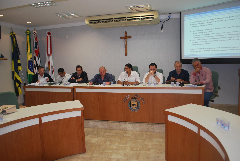 Maior oferta de ônibus para trabalhadores e novas opções de itinerário foram discutidos em Audiência Pública dos Transportes