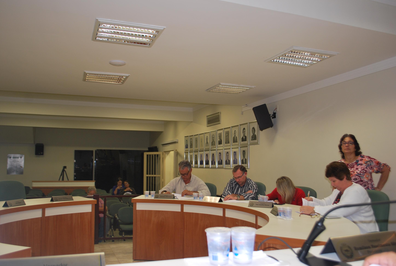 Requerimento solicitando informações sobre parcelamento de preços públicos de sepultamento e exumação é aprovado por unanimidade