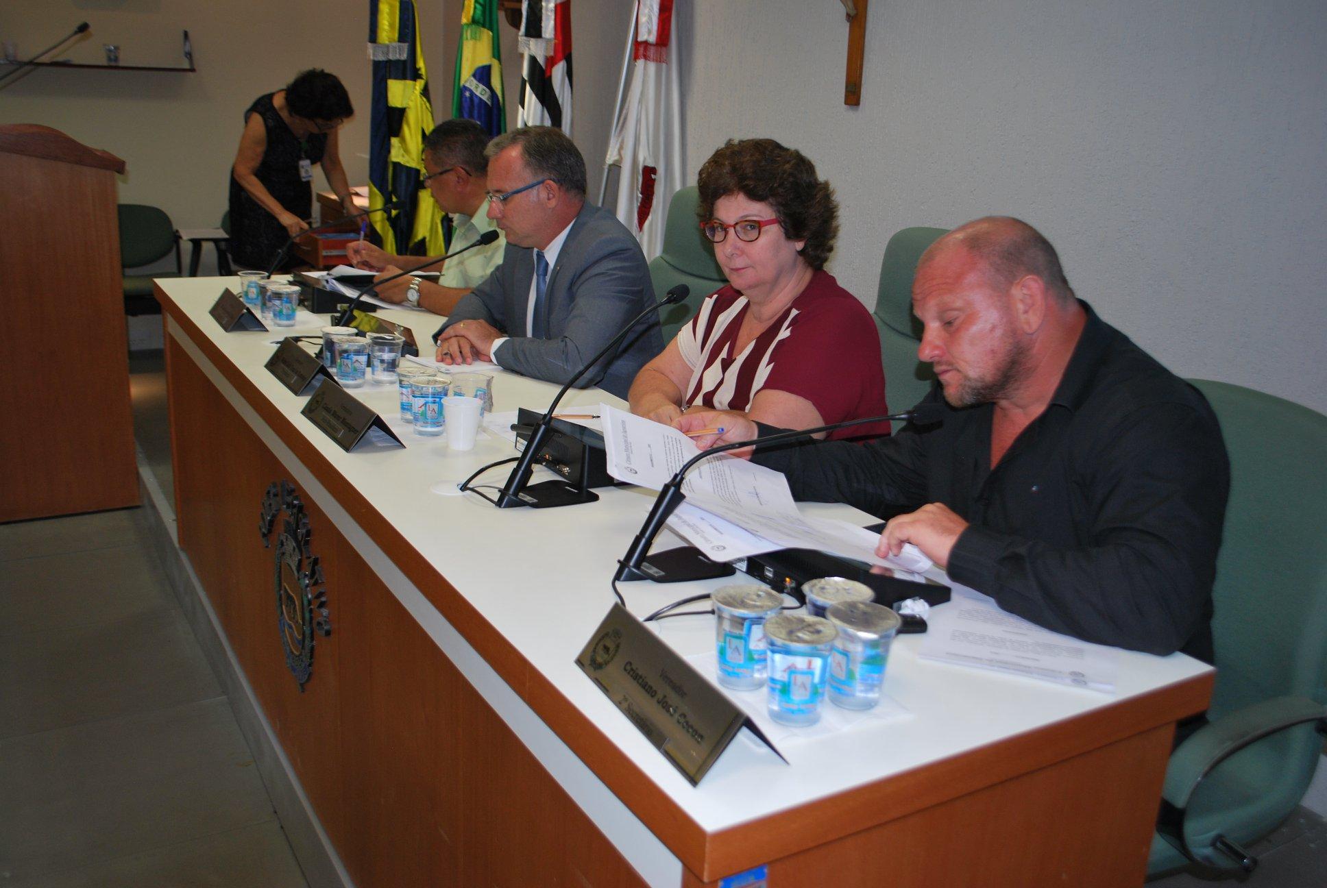 Cássia Murer Montagner apresenta requerimento sobre fim da zona azul em Jaguariúna e previsão para o retorno