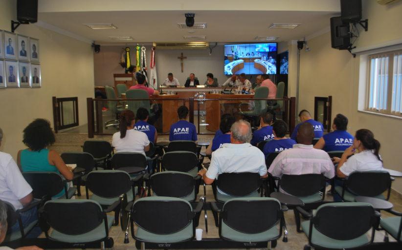 Câmara realiza sessão extraordinária para votar moção à Apae, Centro de Equoterapia e outras organizações