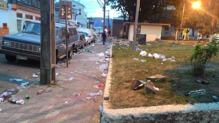 Projeto que determina que organizadores de eventos limpem os espaços públicos após a realização é aprovado na Câmara