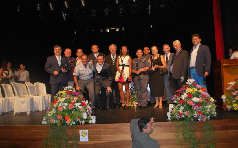 Sessões solenes para entrega de títulos de cidadania acontecem quarta e quinta-feira no Teatro Municipal