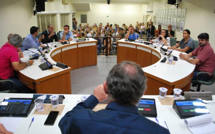 Com plenário cheio, três projetos e três requerimentos foram aprovados na 3ª sessão ordinária do ano